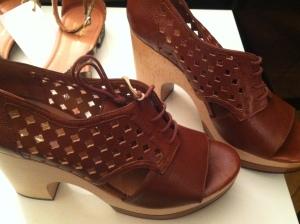 Brown heeled peep toe