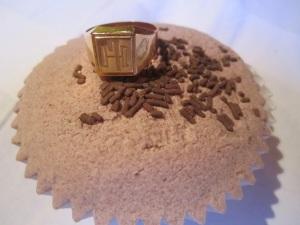 golden ring cupcake